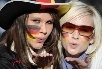 aficioadad-alemanas-esperando-comienzo-partido-rf_174520.jpg