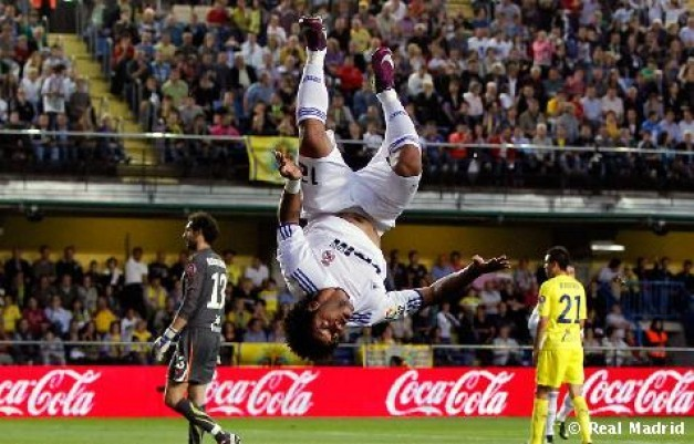 http://www.resultados-futbol.com/marcelo-celebra-su-gol-al-villarreal-estilo-h-sanchez-liga-2011-rf_459991.jpg