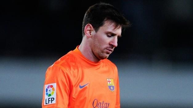 Messi se marcha cabizbajo tras el partido ante la Real Sociedad