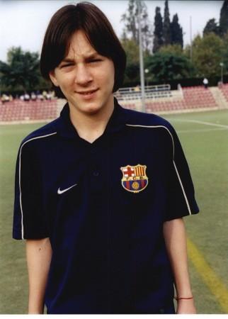 http://www.resultados-futbol.com/messi-su-epoca-cadete-masia-rf_13511.jpg