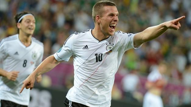 Podolski celebra su gol ante Alemania
