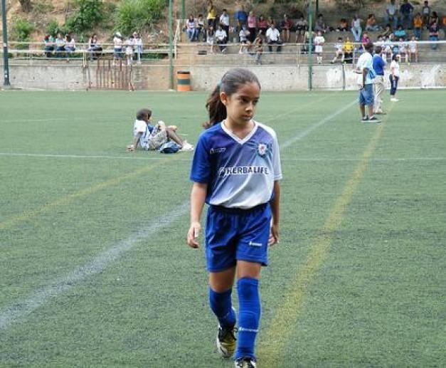 Foto - que bueno ver niños y niñas jugando el futbol