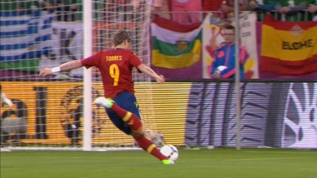 A si golpeo Torres para poner el 1-0 a favor de España en el marcador